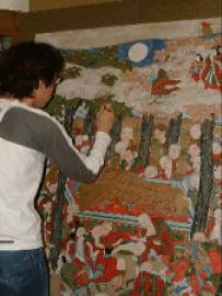 描画材などの剥離部分を補彩